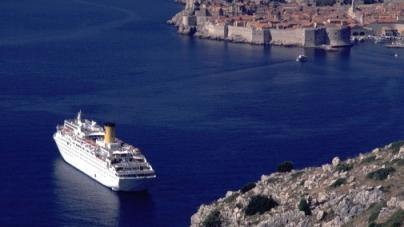 Rotte verso il passato: Mari turchesi, Isole nel blu, Grecia magica e Panorami classici.