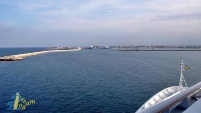 In diretta da Costa Favolosa – Giorno 2: le foto dell'entrata in porto a Bari.