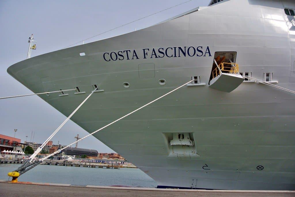 Paura sulla Costa Fascinosa: la nave da crociera in balia di una tromba marina
