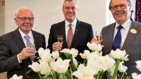 """Holland America Line celebra il suo 140° anniversario con il battesimo del nuovo tulipano Holland America """"Signature"""""""