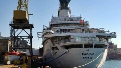 Pacific addio. La nave di Love Boat da Genova alla Turchia per essere demolita