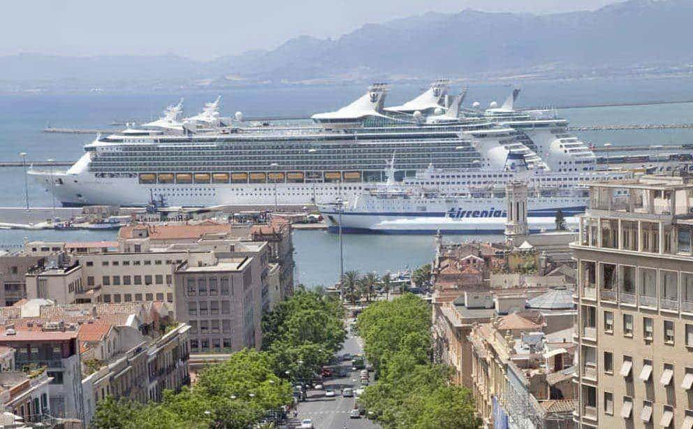 5 Navi E 10mila Passeggeri Il Porto Di Cagliari Si