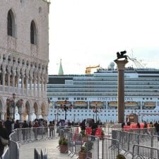 Venezia, grandi navi limitate ma la crisi non c'è
