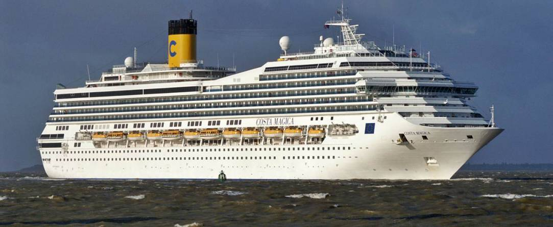 Soccorso A Otranto Il Comandante Della Nave Da Crociera