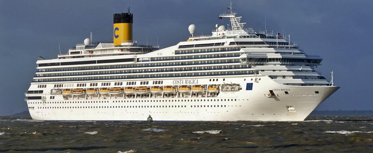 Soccorso a otranto il comandante della nave da crociera for Costa magica immagini