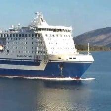 Traghetto diretto ad Ancona finisce sugli scogli e affonda a Corfù