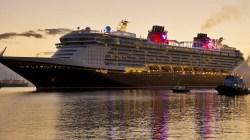 La super nave Disney arriva a Livorno