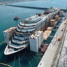 Concordia lascia il porto di Prà