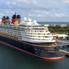 Il gigante galleggiante firmato Disney fa scalo a Livorno