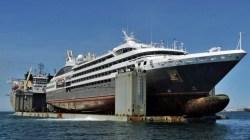 Le Boréal arriva a Genova. Affidate a Fincantieri le riparazioni dopo l'incendio