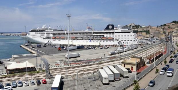 Al porto di Ancora è il crociera day con MSC Sinfonia e Le Lyrial