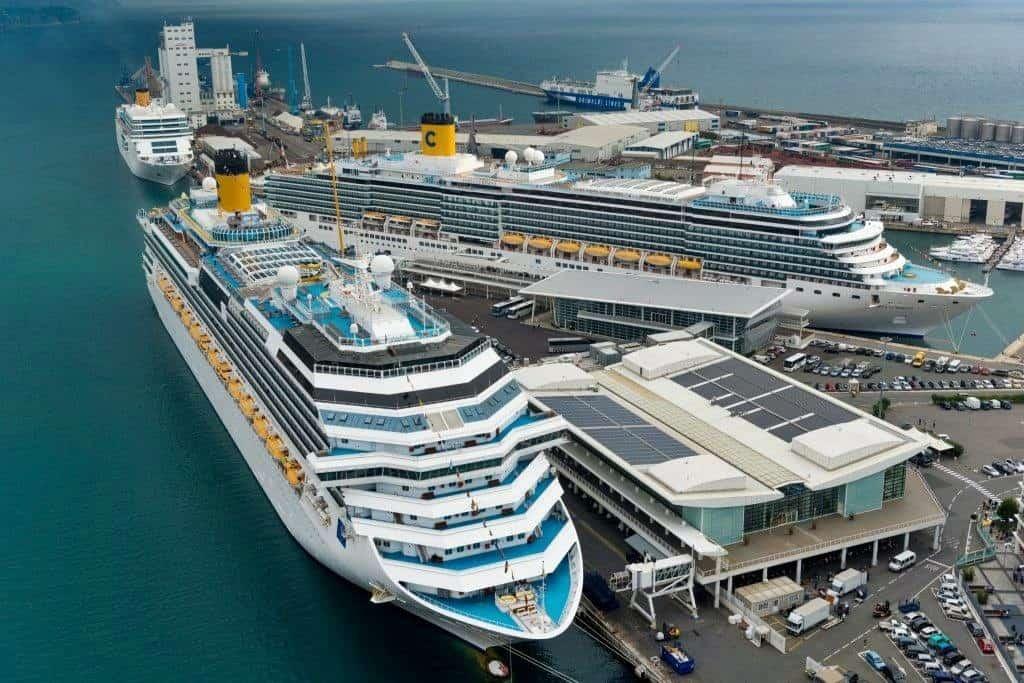 Infos - les Ports, et Infrastuctures maritimes - Page 6 Palacrociere-Savona-Costa-Crociere-1024x683