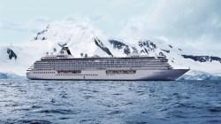Crystal Serenity taglia il traguardo tra i ghiacchi dell'Artico: è la più grande nave da crociera ad entrare nel Passaggio a Nord-Ovest