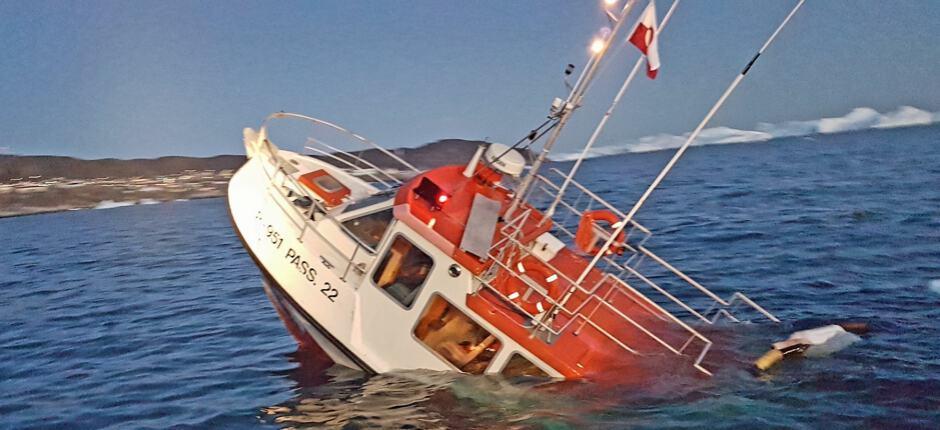 Ponant: affonda barca utilizzata per un'escursione al largo della Groenlandia. Tratti in salvo i crocieristi