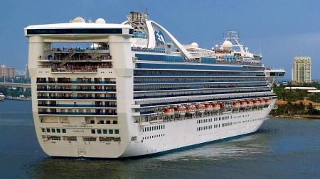 Caribbean Princess la prima post-Panamax ad attraversare il nuovo sistema di chiuse del Canale di Panama