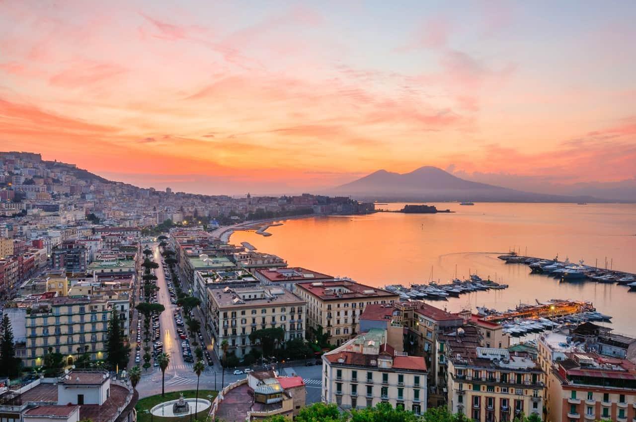 On en parle ,News, Faits divers, Breves, Interludes.... de la mer et de la croisiere - Page 7 Naples