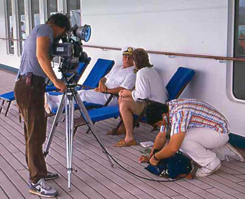 La croisiere pourquoi, comment!... - Page 5 1976-love-boat-filming-3-lg