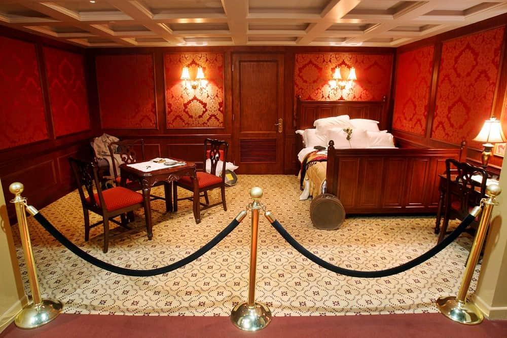 Il titanic attracca a torino al via la prima edizione for Costo di raccordo della cabina di log