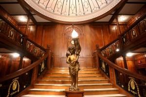 Titanic, la ricostruzione della grande scalinata principale