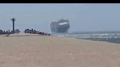 VIDEO: onde alte e vento forte rischiano di ribaltare la nave