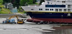 Lindblad Expeditions posticipa il debutto della nuova National Geographic Quest. Nave danneggiata durante il varo