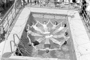Anna C, 1948, passeggeri in piscina