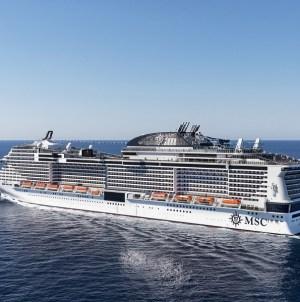 """MSC Meraviglia alla """"Vara dell'Assunta"""" di Messina. Partenza ritardata della nave per consentire ai passeggeri di assistere all'evento"""