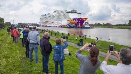 Dream Cruises: iniziate le prove in mare per World Dream dopo il trasferimento lungo il fiume Ems