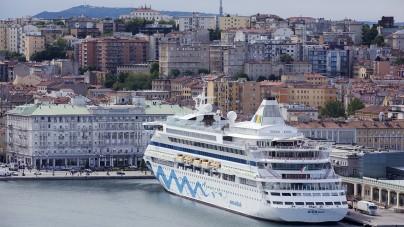 Nebbia su Venezia e vento forte a Ravenna: Trieste accoglie gli scali straordinari Costa e AIDA