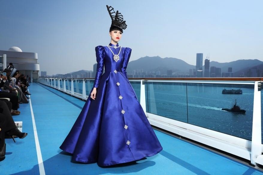 Alta moda in scena a Hong Kong a bordo di Costa neoRomantica