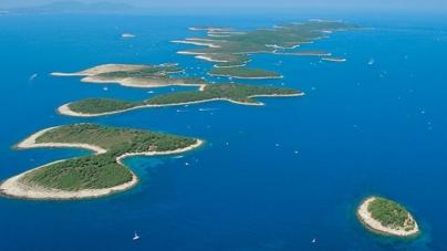 Navigare a tema con il megayacht l'Austral