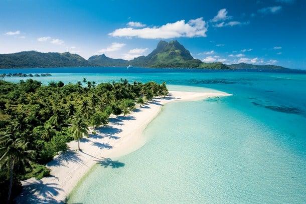 La spiaggia privata di Paul Gauguin Cruises a Bora Bora