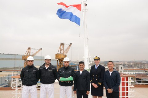 Koningsdam-Dutch-flag-raising_Fincantieri-Shipyard_480px