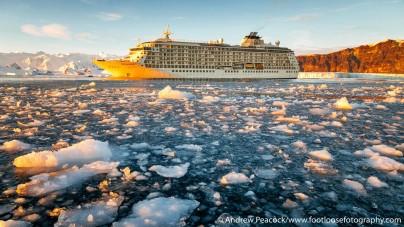 La nave da crociera residenziale The World raggiunge un nuovo record mondiale per la navigazione più a Sud