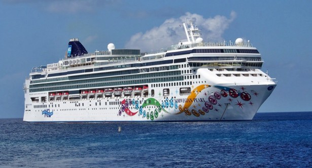NCL positions a ship for the first time in Amsterdam | Dream