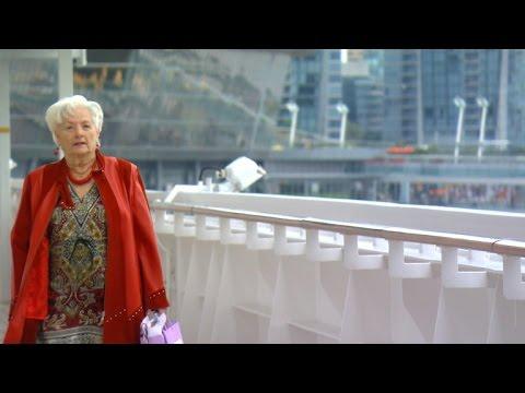 """Da 9 anni vive a bordo di una nave. All'attivo ha oltre 240 crociere e 15 giri del mondo. E' """"Mama Lee""""!"""