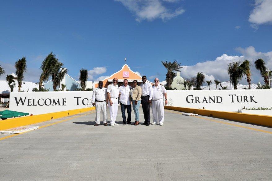 Crociere ai Caraibi: riapre lo scalo di Grand Turk con la sosta di Carnival Ecstasy
