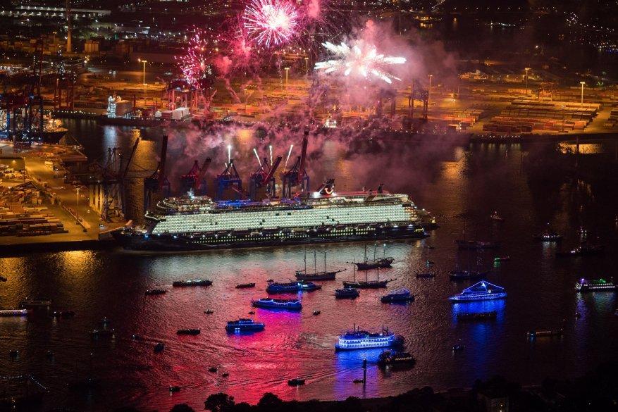 TUI Cruises: battezzata ad Amburgo la nuova ammiraglia Mein Schiff 1