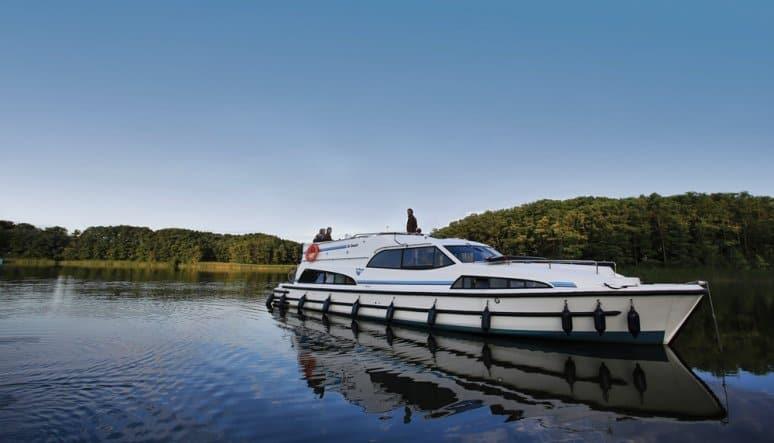 Le_Boat_paesaggio_e_barca
