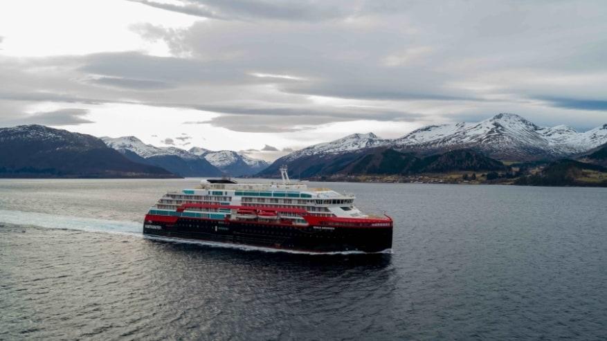 Hurtigruten: prime prove in mare completate per Roald Amundsen
