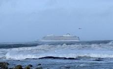 Viking Sky lancia il Mayday al largo della Norvegia. Terminate le operazioni di evacuazione. La nave raggiunge il porto. A bordo anche un italiano